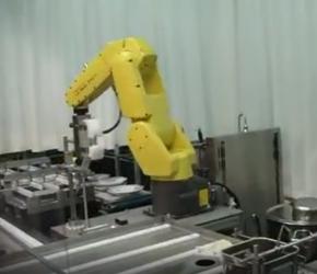 未来的厨房会是这样吗,自动化工业机器人做出来的食品你敢吃吗?