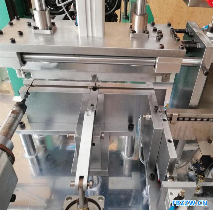 大疆全自动钻孔攻丝机浙江温州厂家直营价格低效率高非标定制自动化设备