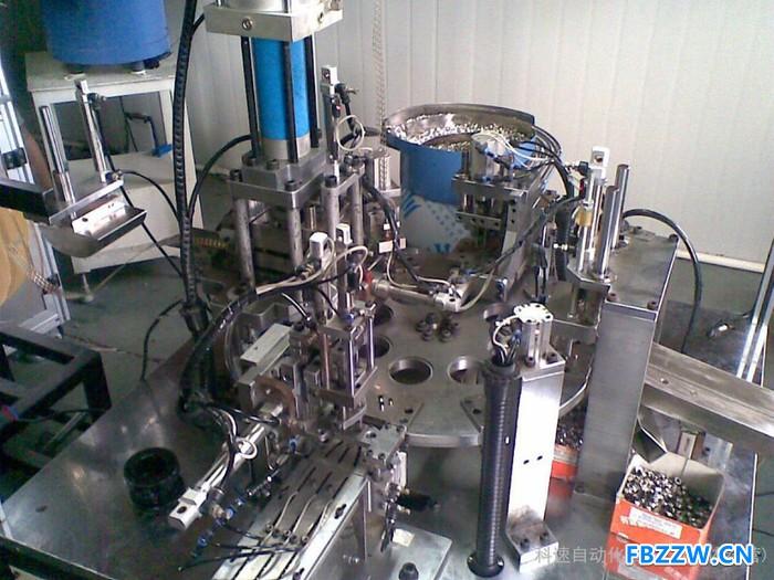 自动组装机 深隆ST-ZZ133全自动瓶盖组装机 医疗自动化组装设备非标定制 自动组装机发展趋势 北京自动化组装机价格